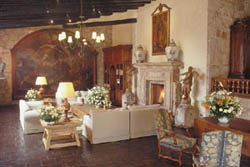 Villa Montaña-Fireplace Lobby
