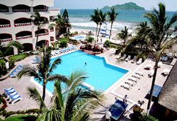 Pool and Beach at Quijote Inn