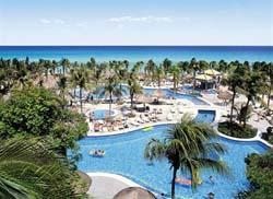 Pool & Beach at Riu Yucatan